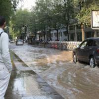 Milano, allagata tutta la zona della stazione: traffico in tilt e disagi