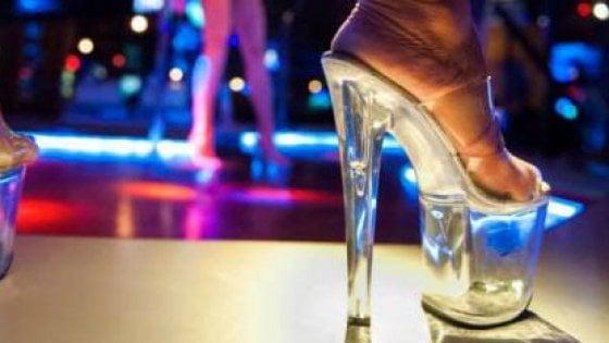 Le ragazze del night di Brescia socie del club spacciato per associazione non profit