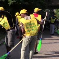 Milano, 350 rifugiati-spazzini in strada per pulire le periferie. 'Pronti