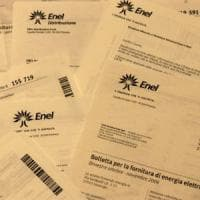 Sindaco postino d'emergenza nel Comasco: consegna le bollette di gas, luce e telefono