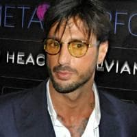Milano, basta carcere per Fabrizio Corona. Il gip: può scontare pena residua in affidamento