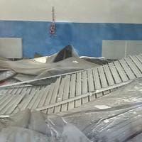 Milano, crolla il soffitto della palestra: le immagini dei danni