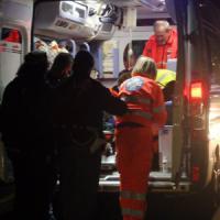 Sangue sulle strade di Milano, due motociclisti a terra: uno è morto