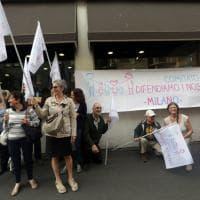 """Milano, il flash mob degli attivisti anti-gender: """"Difendiamo i nostri figli"""""""