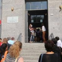 Rho, crolla l'intonaco sugli studenti: evacuata la scuola media
