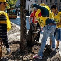 Verde, graffiti e manutenzione: ecco il progetto 'lavori utili' per i profughi