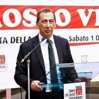 """Milano, Sala tira le orecchie ai dipendenti: """"Almeno un po' di inglese lo dovete parlare"""""""