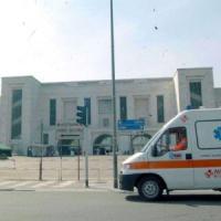 Milano, è morto l'uomo che ha tentato di dare fuoco alla moglie: aveva ustioni sul 97% del...