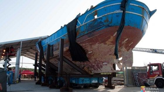 """Migranti, la Giornata per le vittime del mare: il """"barcone degli innocenti"""" tra Milano e Bruxelles"""