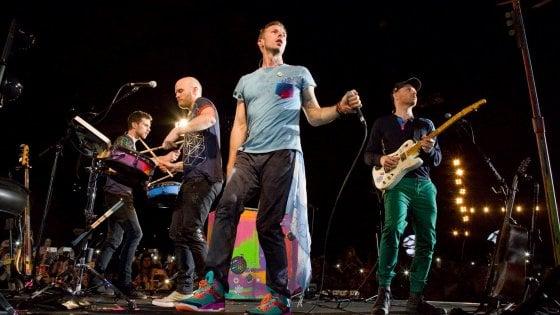 Coldplay a Milano: partita la caccia ai biglietti, ma non per tutti. E in Rete cresce la polemica