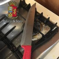 Milano, 12enne chiama la polizia e salva la madre aggredita dal padre con un coltello