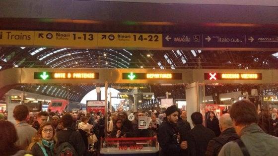 Guasto elettrico nella stazione di Milano Centrale, treni bloccati