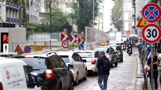M4, la vetrina immobiliare del Comune di Milano: 22 indirizzi per i negozianti in fuga dai cantieri