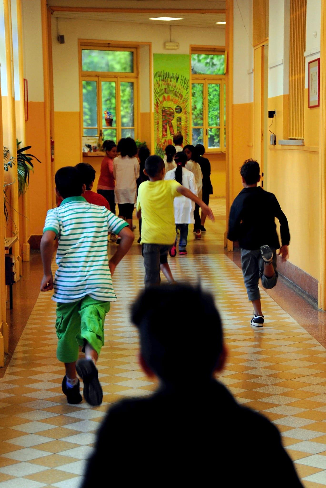 """Fuga dalla scuola a Milano, trasferimento al Sud per 2.200 maestri: """"Numero da paura"""""""