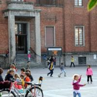 Monza, i bambini tornano a giocare in piazza: il Comune toglie il divieto della Lega