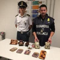 Malpensa, a 11 anni usata come corriere della droga: sola sul volo da Lima con la coca in valigia