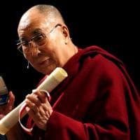 """Il Dalai Lama diventa cittadino di Milano: """"Quali sono i miei diritti?"""""""