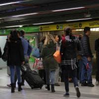 Sciopero: a Milano bus e metrò Atm regolari, in corteo con vernice e fumogeni