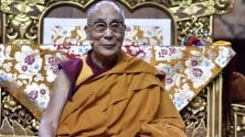 Dalai Lama, istruzioni  per l'uso della felicità tra mente e social  le 10 regole da seguire