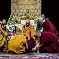 Gli antichi riti del buddhismo tibetano, anche una svastica per il Dalai Lama in Fiera