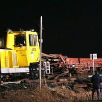 Incidente ferroviario nel Bresciano, operai travolti da carico di binari: