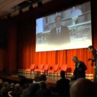 """Referendum, Berlusconi alza i toni contro Renzi: """"Vuole spaventare l'Europa e i mercati"""""""