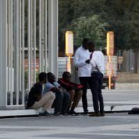 Profughi, fermati in 100 nella zona della stazione e trasferiti fuori dalla