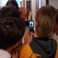 Il cellulare spiegato ai bambini, campagna a Milano contro il cyber-bullismo