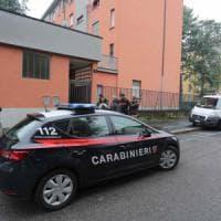 Tragedia familiare a Milano, massacra di botte la madre fino a ucciderla: arrestato