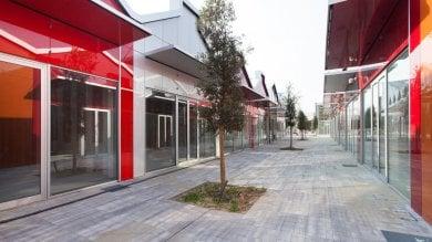 Moda, shopping e arte a Locate Triulzi     foto     al posto della Saiwa un centro commerciale