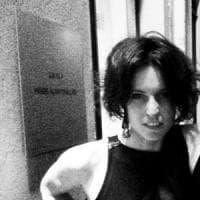 Stilista trovata morta a Milano, in un video il momento in cui si allontanò