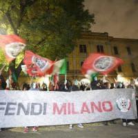 """Milano, Lega e CasaPound sulle barricate: """"No all'arrivo dei profughi in caserma"""""""