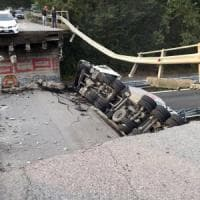 Lecco, crolla un cavalcavia sulla statale 36 e  travolge due auto: c'è