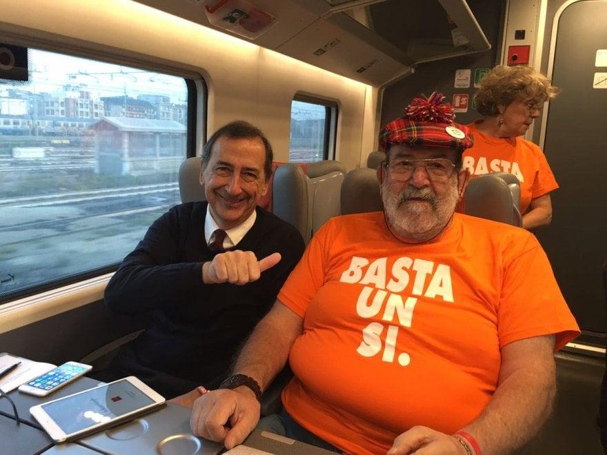 Referendum, Milano-Roma sul treno speciale del Pd: c'è anche Sala