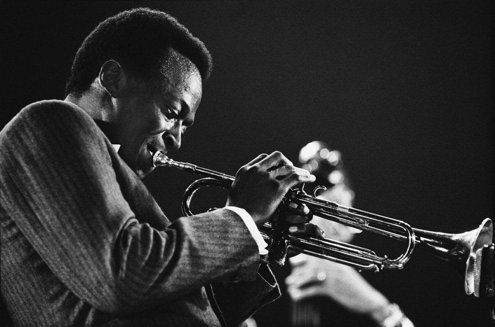 Milano, da Ella Fitzgerald a Miles Davis i grandi del jazz in mostra a Base
