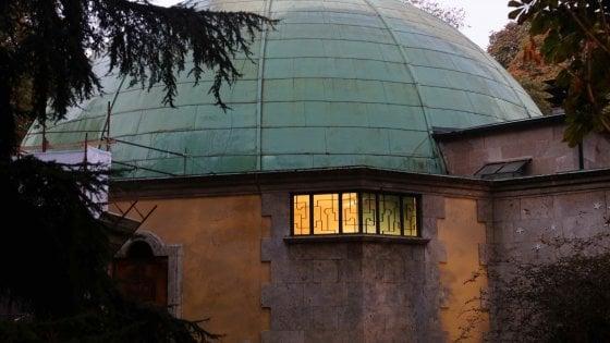 Milano, fiamme al Planetario: principio d'incendio durante i lavori sul tetto