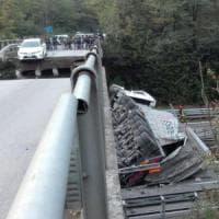 Cavalcavia crollato, in arrivo gli avvisi di garanzia. Chiuso il ponte di Isella