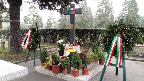 """Milano, denuncia degli antifascisti: """"La corona del Comune per i caduti di Salò. Sconcertati"""""""