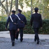 Rapina in villa nel Pavese, botte a due anziani e una pistola puntata in bocca