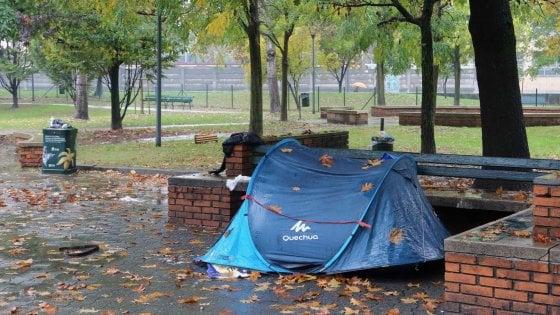 Muore un altro clochard a Milano, trovato in una tenda alle spalle del dormitorio pubblico