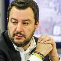 Migranti, prete del Comasco 'scomunica' Salvini durante l'omelia: