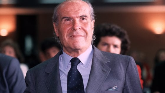 """Umberto Veronesi, la camera ardente in Comune. Sala: """"Un milanese vero"""""""