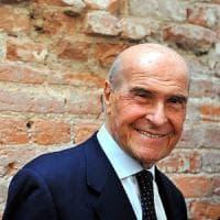 Morte Veronesi, l'addio laico sarà a Palazzo Marino: così Milano saluta il professore