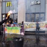 A Milano la rivolta degli studenti contro McDonald's:
