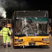 Pirati della strada, Suv passa col rosso e si schianta contro bus Atm: 10 feriti a Milano, grave una donna