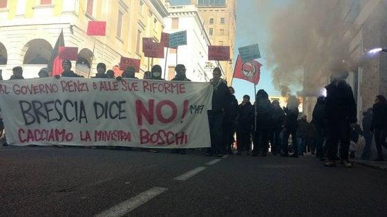 Brescia: proteste e tensioni per dibattito con Boschi, Pd contro contestatori