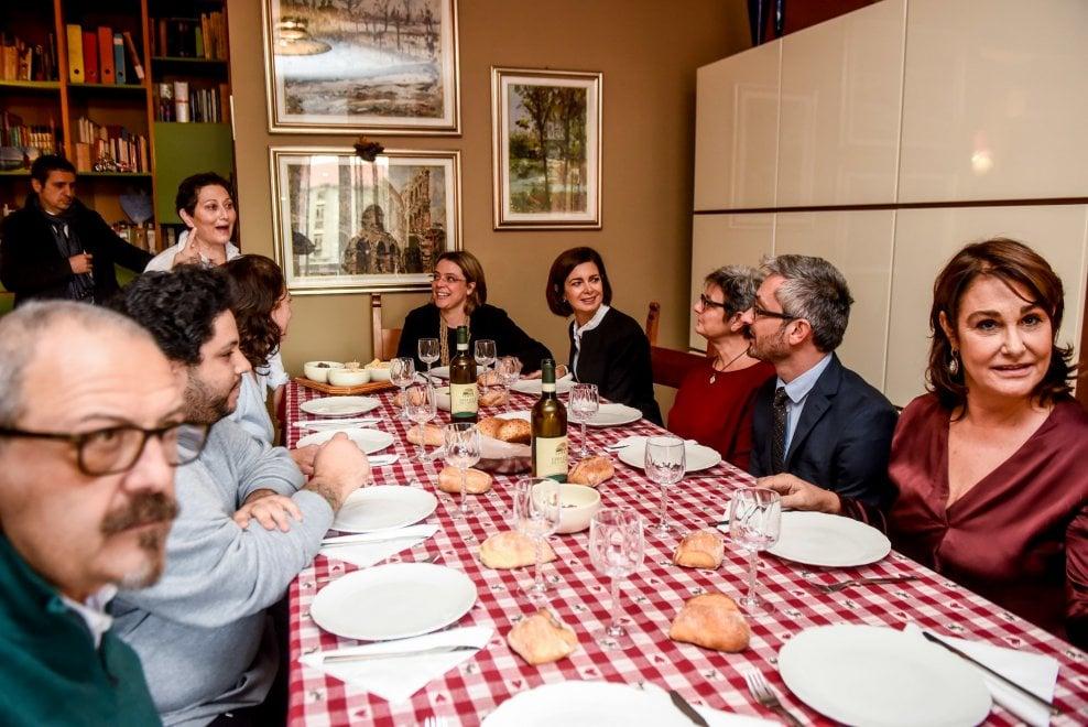 Milano, Laura Boldrini a Quarto Oggiaro: ospite a pranzo dalla signora Luciana