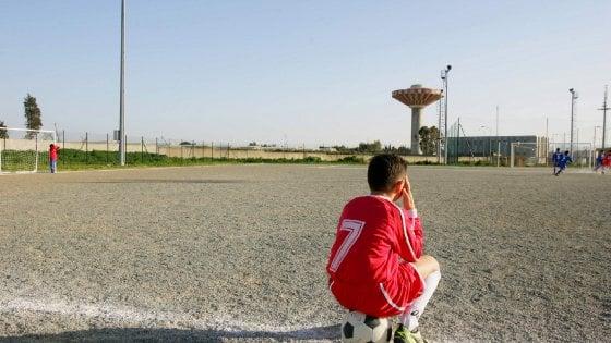 San Siro, lacrime in campo dopo la zuffa dei genitori: ora i baby calciatori ospiti d'onore a Italia-Germania