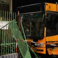 Milano, individuato e denunciato il complice del pirata che si è schiantato contro il bus Atm