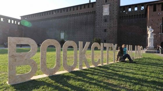 Milano, Bookcity è partita. Maratone, incontri soldout e firmacopie: tutto quello che c'è da sapere sulla tre giorni